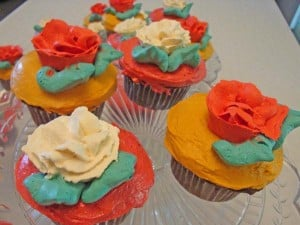 Cupcakes with red and white roses