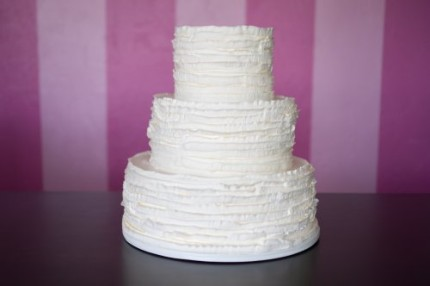 rustic-ruffles-wedding-cake