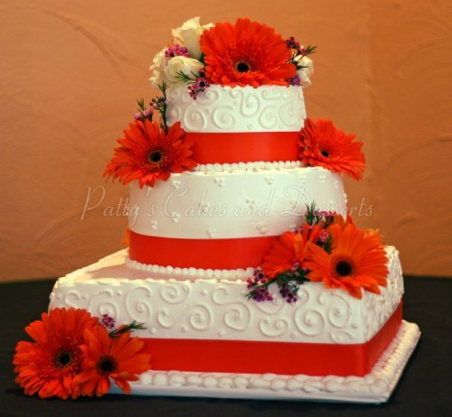 3 tiered round and squared wedding cakes