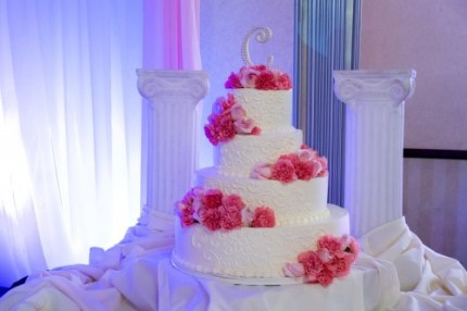 pink red flowers wedding cake