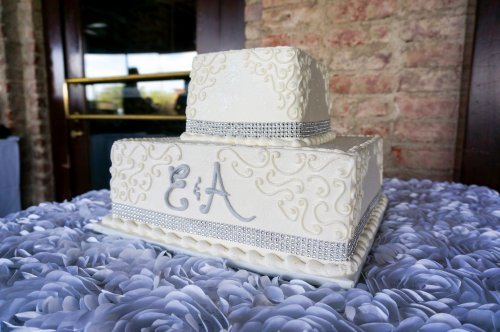 gorgeous wedding cakes with bling. Black Bedroom Furniture Sets. Home Design Ideas
