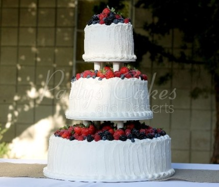 wedding-cake-berries-fresh-fruit-strawberries-white-red-blueberries-round