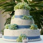 wedding cake blue ribbon white green flowers