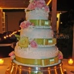wedding-cake-green-ribbon-pink-flowers