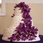 wedding-cake-purple-flowers-white-cake