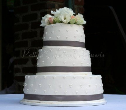 wedding-cake-simple-gray-ribbon-round