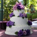 wedding-cake-white-purple-flowers-round