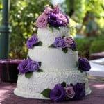 wedding-cake-white-purple-flowers-round