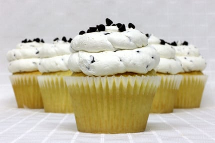 11-cupcake-white-chocolate-chip-mousse