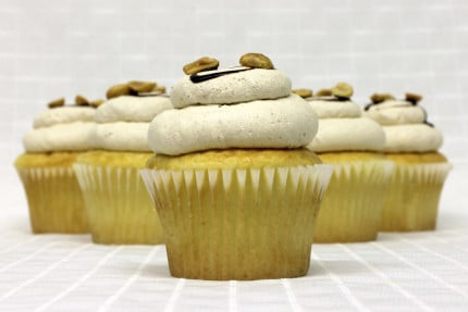 12-cupcake-white-peanut-butter-mousse