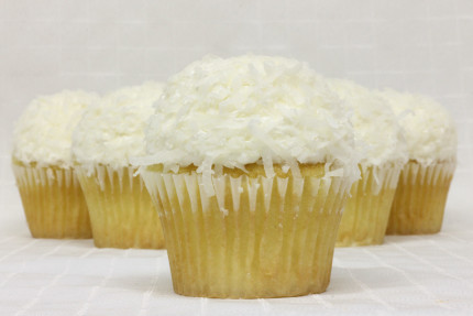 16-cupcake-white-coconut