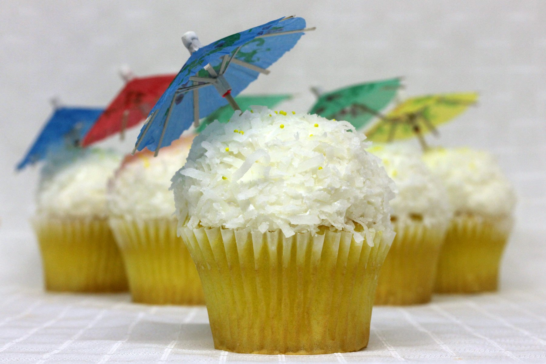 Reviews of cakes, wedding cakes, cupcakes, and customer service