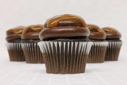 26-cupcake-chocolate-carmel-salty