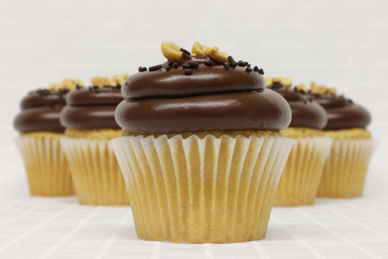 32-cupcake-peanut-butter-chocolate-fudge
