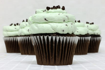 4-cupcake-chocolate-mint-chip-mousse