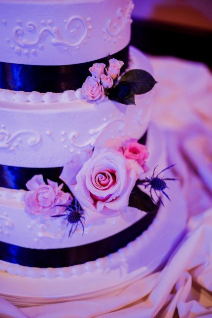wedding cake black ribbon