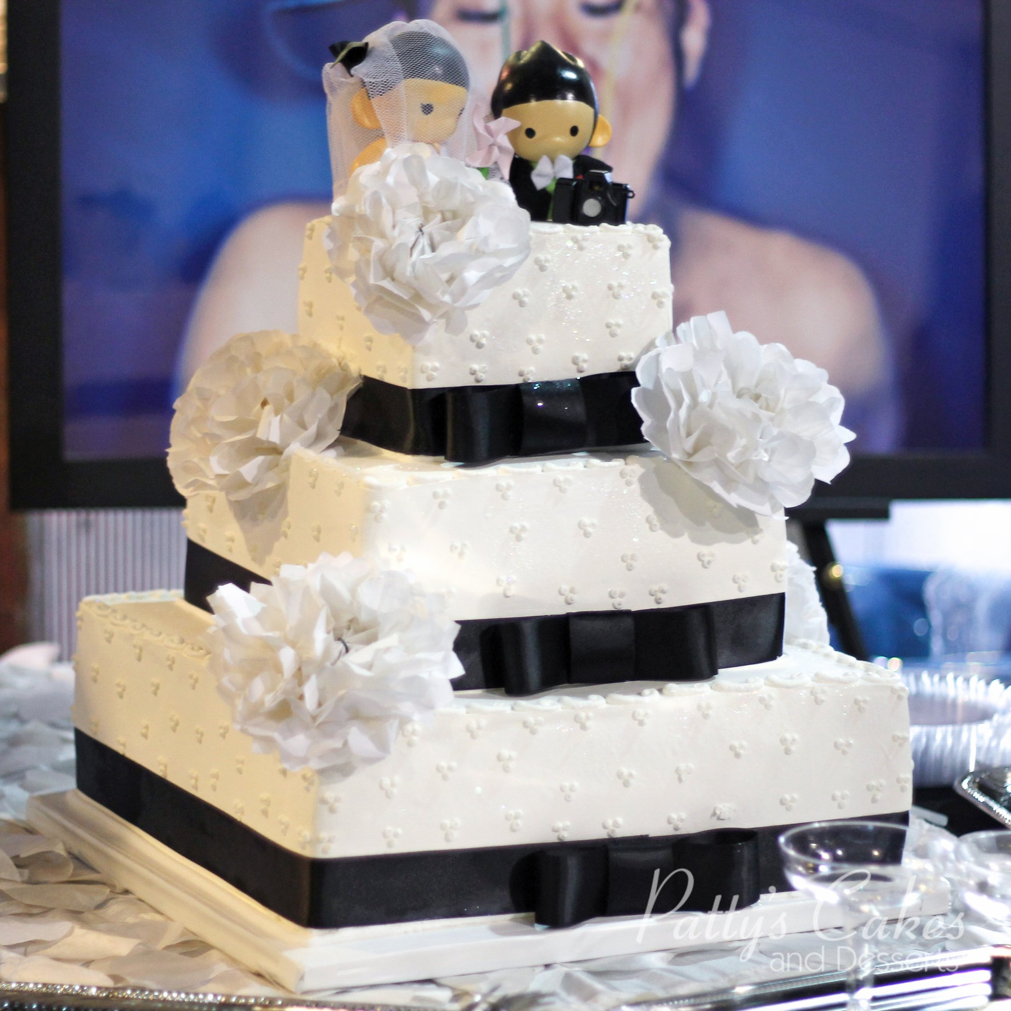 white square wedding cakes with flowers photo of a square white black wedding cake white flowers 27326