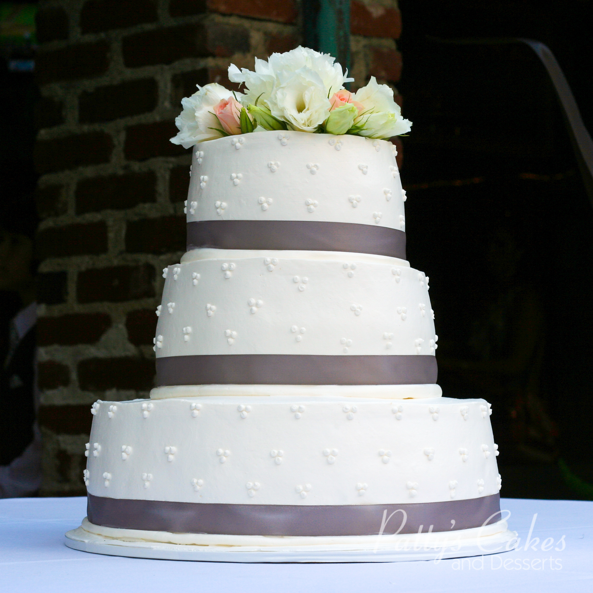 Simple Round Cake Images : Simple Round Wedding Cake www.imgkid.com - The Image Kid ...